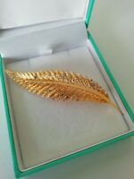 Vintage Gold Tone Textured Leaf Diamante Brooch Pin Lapel Pearl Pretty VGC