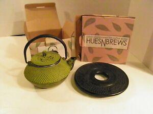 Hues N Brews GREEN cast iron  Teapot With  trivet     NIB