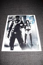 "JUDD HAMILTON & CAROLINE MUNRO signed Autogramme auf ""STAR CRASH"" Foto InPerson"