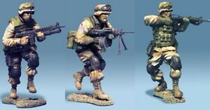 THE COLLECTORS SHOWCASE IRAQ WAR CS00218 U.S. 3RD INFANTRY DIV. ATTACK TEAM MIB