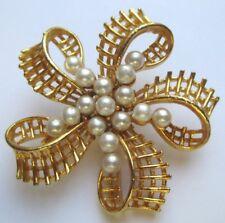 Très jolie broche bijou vintage couleur or florilège de perles nacrées 161