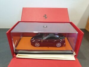 MR collection Models Ferrari California noire neuf en boite avec chiffonette