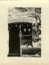 PHOTO ANCIENNE - VINTAGE SNAPSHOT - CONCARNEAU BRETAGNE BOUTIQUE SOUVENIRS -SHOP
