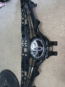 """2018-2020 TOYOTA CAMRY UPPER GRILLE WITH EMBLEM""""NEW"""""""