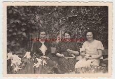 (F9100) Orig. Foto drei Damen mit Strickzeug auf einer Bank 1930er