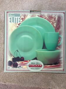 NIB Rare Discontinued 2001 Gibson Elite Vintage Jade 4 Piece Plates Bowl Mug Set