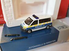 Rietze 52653  VW T5 Polizei Basel Stadt  /   SCHWEIZ POLIZEI STREIFENWAGEN---