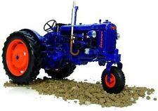 Universal Hobbies Modelle von Landwirtschaftsfahrzeugen für Ford