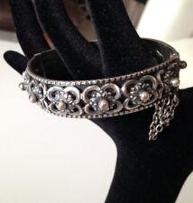 Beau bracelet en Métal argenté Berbére Oriental Art d'orient