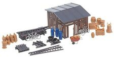 NEW HO Faller Barracks slat-style BACKYARD SHED with Accessories 130524