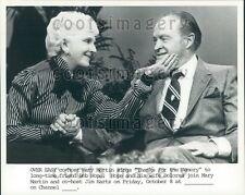 Spiegeleier TV Mary Martin Hand am Gesicht Comic Schauspieler Bob Hope Presse Foto