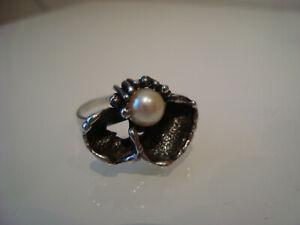 Schöner Silberring mit echter Perle in skandinavischem Design