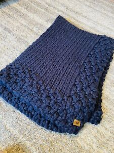 """RARE UGG Navy Blue Super Soft 50"""" X 70"""" Chunky Thick Knit Sweater Blanket Throw"""