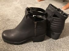 BRAND NEW MISGUIDED BLACK CHUNKY PLATFORM, Ankle Strap BOOTS, Small size 7 £40