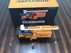 1st gear 1/34 Asplundh GMC 7500 Overcenter Bucket Truck w/figures