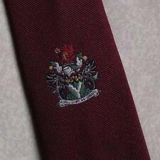 COAT OF ARMS TIE VINTAGE RETRO BURGUNDY NECKTIE CREST MOTIF CLUB SOCIETY 1980s