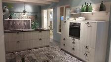 Landhaus Zweizeilige Musterküche mit Bauknechtgeräten Abverkaufsküche Katthult
