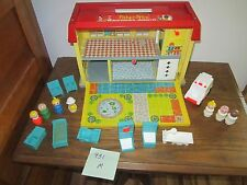 Fisher Price Little People Play Family Childrens Hospital Nurse Doctor  931 M