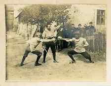 Leçon d'escrime au village Vintage silver print Tirage argentique  8,5x