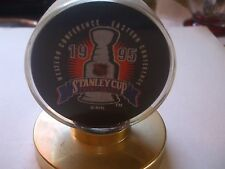 1995 DETROIT RED WINGS STANLEY CUP PUCK W/ STAND L@@K!
