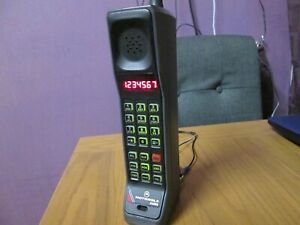 Motorola DynaTac  8500x  vintage brick mobile phone in great condition