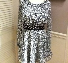 BCBGeneration BLACK / WHTE LONG SLEEVE WITH EMPIRE BEADED WAIST DRESS SIZE- 2