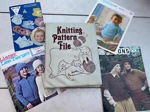 Vintage Knitting Pattern File/Folder- Kittens Picture - Including Many Patterns