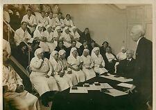 DECORATION D'INFIRMIERES DE L'HOPITAL ST ANTOINE VERS 1928 , PHOTO MEURISSE