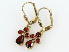 Sehr schönes Paar Ohrringe aus Gold 333 mit Granat rot