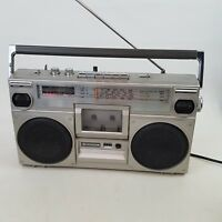 Boombox Hitachi TRK 7000E Stereo 4 Band Radio Cassette Recorder Retro 80s Ghetto