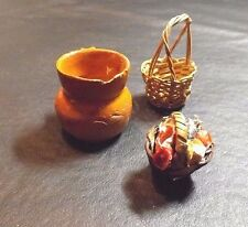 3 MISCELLANEOUS DOLL HOUSE SIZED ITEMS FOR DECORATION