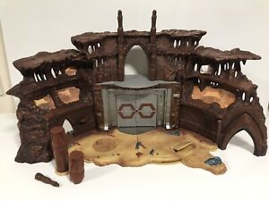 Star Wars Attack Of The Clones Geonosis Battle Arena Playset