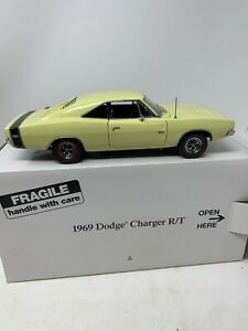 Danbury Mint 1969 Dodge Charger R/T 1:24 Die Cast Yellow
