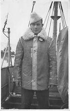 Foto Soldat Matrose mit Mütze Mantel Schiff in Ålesund Aalesund Norwegen 1943