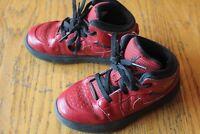 2012 Nike Air Jordan Retro 1 Chicago Red size 9c High Og 555080-601 sneakers