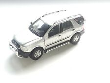 Mercedes Benz ML 320 SUV - 1/18 Scale Model Diecast Maisto - Silver