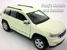 Jeep Grand Cherokee Laredo 1/24 Scale Diecast Metal Model by Maisto - WHITE