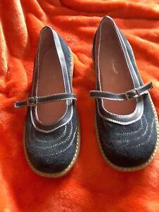Vivandi ladies navy suede walking shoes size 37