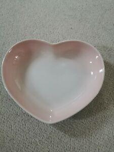 Le Creuset Stoneware 21cm Medium Heart ❤️Dish  in Shell pink  BNWT
