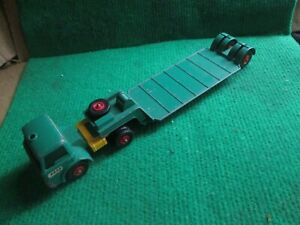 MATCHBOX KINGSIZE FORD TRACTOR AND TRAILER TAYLOR WOODROW (LOT V86)