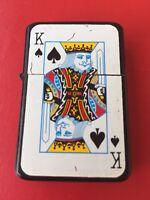 STAR 2009. CARTA DE POKER KING. ENCENDEDOR GASOLINA. MECHERO LIGHTER