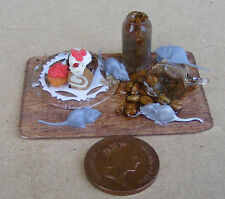 1:12 Scale 4 Mice On A Cake Board Tumdee Dolls House Delicatessen Food Accessory