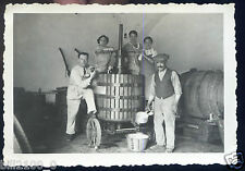 "Photo ancienne . domaine Viticole "" Le Martinet "" 30 Gard . pressoir . 1934"
