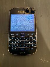 BlackBerry Bold 9930 - 8GB - Black (Unlocked) Smartphone. Bundle