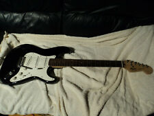 "STRAT  SIGNED BY ""  DICK  DALE  ""  FAMOUS GUITAR PLAYER  IN 1995 , KOREAN FENDER"