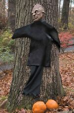 Life Size Hanging Zombie Peeping Tree Hugger Halloween Decoration Prop Defective