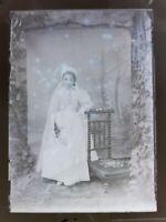 D10 grande négatif photo plaque verre circa 1900 Pauline en communiante fillette