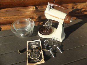 Vintage Clean Sunbeam Electric Deluxe Mixmaster Mixer W/ Beaters & Bowls - Works