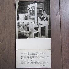PHOTO DE PRESSE 1944 TOULOUSE EXPOSITION JEUNESSE FILLES CENTRE TISSAGE LUCHON