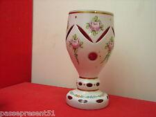 Joli vase en cristal taillé overlay décor de roses